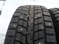 Dunlop SP Winter ICE 01. Зимние, шипованные, 2014 год, износ: 30%, 2 шт