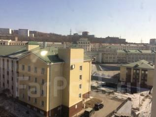 2-комнатная, проспект 100-летия Владивостока 14. Столетие, проверенное агентство, 45 кв.м. Вид из окна днём