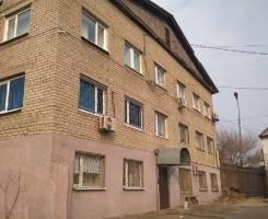 Сдаются в арендуофисные помещения. 56 кв.м., улица Татарская 1, р-н Вторая речка. Дом снаружи