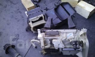 Корпус радиатора отопителя. Toyota Land Cruiser, UZJ100, UZJ100L, UZJ100W Двигатель 2UZFE