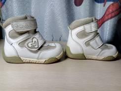 Продам ботиночки, полусапожки фирмы Капика. 24