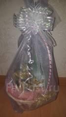 Оригинальный подарок корзина с чаем и конфетами