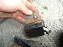 Ручка открывания капота. Nissan Cube, AZ10 Двигатели: CGA3DE, CG13DE