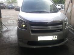 Накладка на фару. Toyota Noah, ZRR70