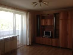 2-комнатная, улица Октябрьская 14. Центр, частное лицо, 43 кв.м. Комната