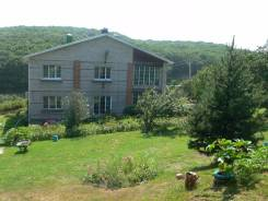 Кирпичный двухэтажный дом в с. Утесное 10 минут от города. Переулок Солнечный 5, р-н с.Утесное, площадь дома 208 кв.м., скважина, электричество 30 кВ...