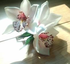 Заколка ручной работы, белые орхидеи