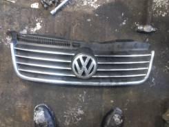 Эмблема решетки. Volkswagen Caddy, 2KJ, 2KB, 2KA, 2KH, 2KB, Volkswagen Passat, 3B3, 3B6 Двигатели: AWC, BLS, BDJ, BSU, BSX, BCA, BST, BMM, ATM, BJB, B...