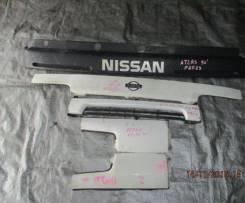 Решетка радиатора. Nissan Condor Nissan Atlas, H4F23, R2F23, P4F23, M4F23, K2F23, P8F23, N2F23, N6F23, H2F23, M2F23, R4F23, J2F23, R8F23, P2F23, M6F23...