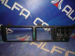 Консоль с кнопками центр Toyota Master Ace Surf CR30