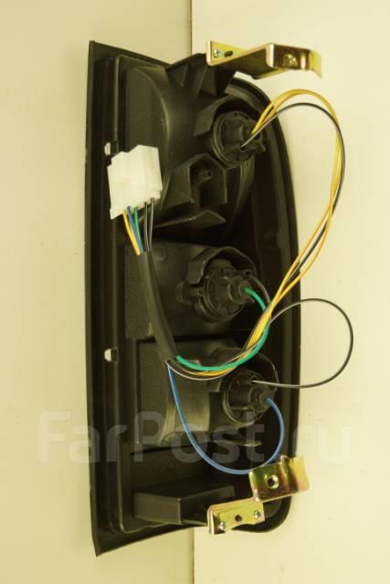 Стоп сигнал (фонарь задний) Nissan Frontier 220-24716