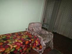 Просторная проходная комната. 3-комнатная, улица Карбышева 38, р-н БАМ, аренда долгосрочная (год и более), мне 25 лет, пол мужской