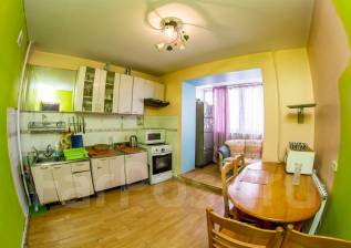 3-комнатная, улица Ладыгина 19. 64, 71 микрорайоны, агентство, 73 кв.м.