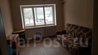 Комната, Джамбула 12. Центральный, частное лицо, 12 кв.м. Вид из окна днём