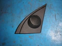 Пластиковый треугольник на дверь правую Toyota Will VS