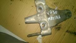 Кронштейн опоры двигателя. Nissan Maxima Двигатель VQ30DE