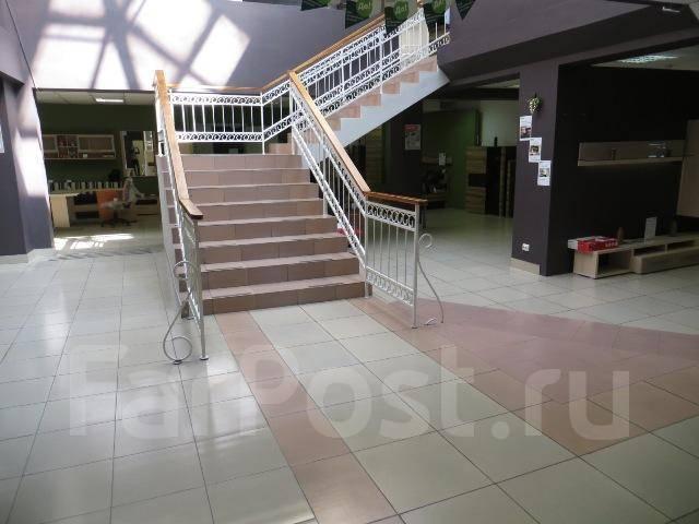 Сдаются в аренду торговые и складские помещения возле автовокзала. 450кв.м., проспект Находкинский 5д, р-н центр