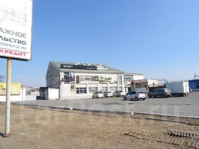 Сдаются в аренду торговые и складские помещения возле автовокзала. 450кв.м., проспект Находкинский 5д, р-н центр. Дом снаружи