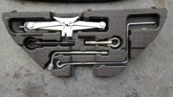 Крюк буксировочный. Toyota Mark X Zio, ANA15, ANA10, GGA10 Двигатель 2GRFE
