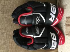 Перчатки хоккейные.