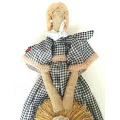 Кукла с соломенной шляпой