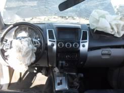 Консоль центральная. Mitsubishi Pajero Sport, KH0 Двигатели: 4D56, 6B31