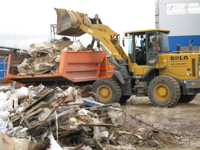 Уборка и вывоз мусора спецтехникой. Погрузчики, Самосвалы, Экскаваторы
