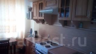 2-комнатная, улица Адмирала Горшкова 22. Снеговая падь, частное лицо, 64 кв.м.