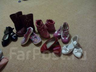 Отдам бесплатно детскую обувь.