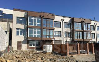 Продается большой шикарный таун хаус 280 кв. м. c землей на ул. Лесная. Улица Барклая 10Б, р-н Заря, площадь дома 280 кв.м., скважина, электричество...