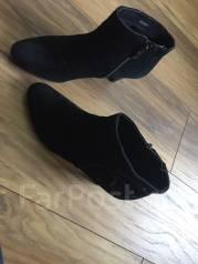 Продам женскую обувь. 38
