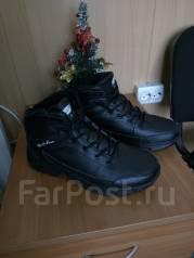 Кроссовки. 41