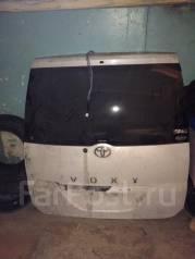 Дверь багажника. Toyota Voxy