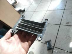 Кронштейн переднего бампера правый VW Passat [B3] (1988 - 1993)
