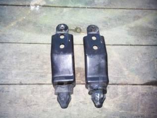 Крепление радиатора кондиционера.