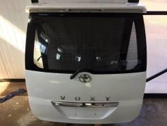 Дверь багажника. Toyota Voxy, AZR60