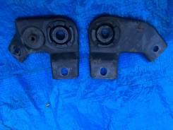 Крепление радиатора. Mitsubishi Delica Space Gear, PD4W, PF8W, PD6W, PC5W, PD5V, PF6W, PB4W, PC4W, PD8W, PB5W, PA4W, PB6W, PA5W, PB5V, PE8W, PA5V, PE6...
