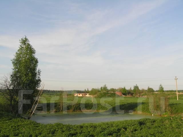 Продам участок в жилой деревне Подмосковья. 1 500 кв.м., собственность, электричество, вода, от частного лица (собственник)