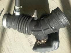 Патрубок воздухозаборника. Mazda Familia Двигатель QG18DE