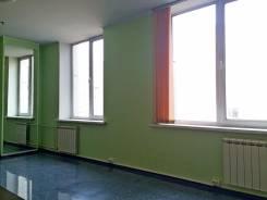 Офис - 20 кв. м. в деловом центре (1 Речка) | окна на тихую сторону. 20 кв.м., проспект Острякова 8, р-н Первая речка