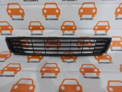 Решётка в передний бампер центральная Volkswagen Polo