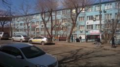 Офисное помещение на съезде с Золотого моста, первый этаж. 55 кв.м., улица Калинина 42, р-н Чуркин. Дом снаружи