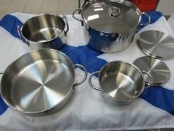 Набор посуды из нержавеющей стали.
