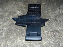 Бардачок. Nissan Cube, AZ10 Двигатель CGA3DE