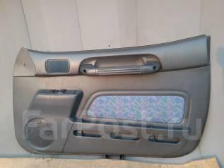 Обшивка двери. Toyota RAV4