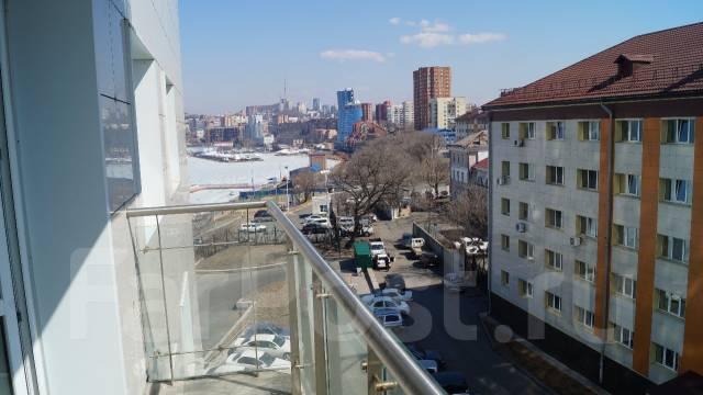 2-комнатная, улица Авраменко 2б. Эгершельд, частное лицо, 60 кв.м. Вид из окна днём
