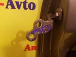 Крепление боковой двери.