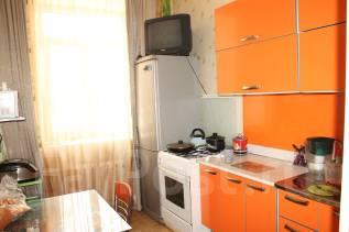2-комнатная, улица Парижской Коммуны 32. центральный, агентство, 50 кв.м.