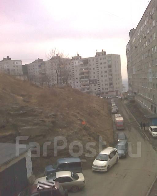 Гостинка, улица Сахалинская 58. Тихая, 25 кв.м. Вид из окна днем