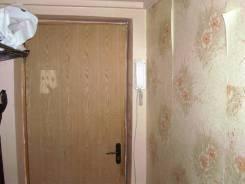 2-комнатная, улица Осипенко 8. центр, частное лицо, 43 кв.м. Прихожая